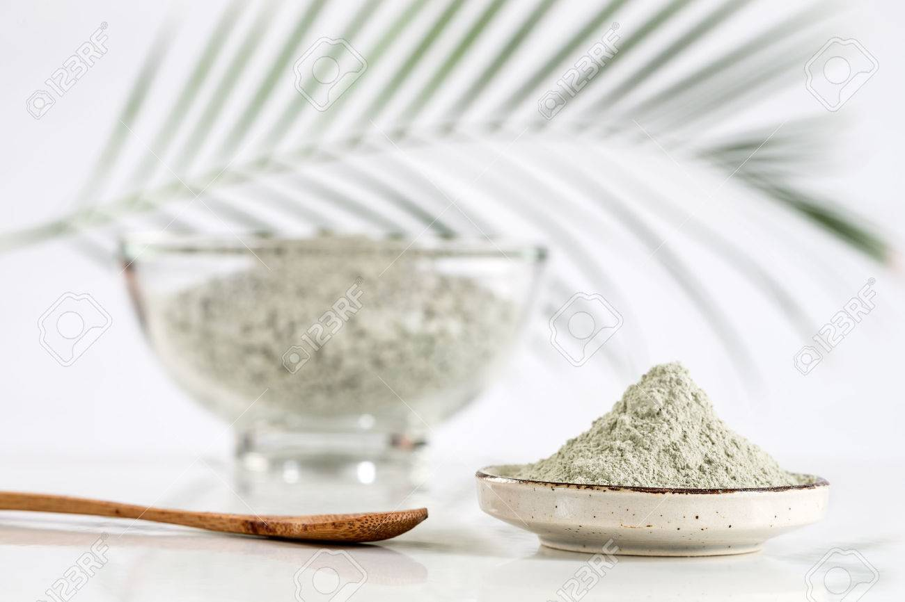 Composition with cosmetic clay for spa treatments in glass mortar - 50092143