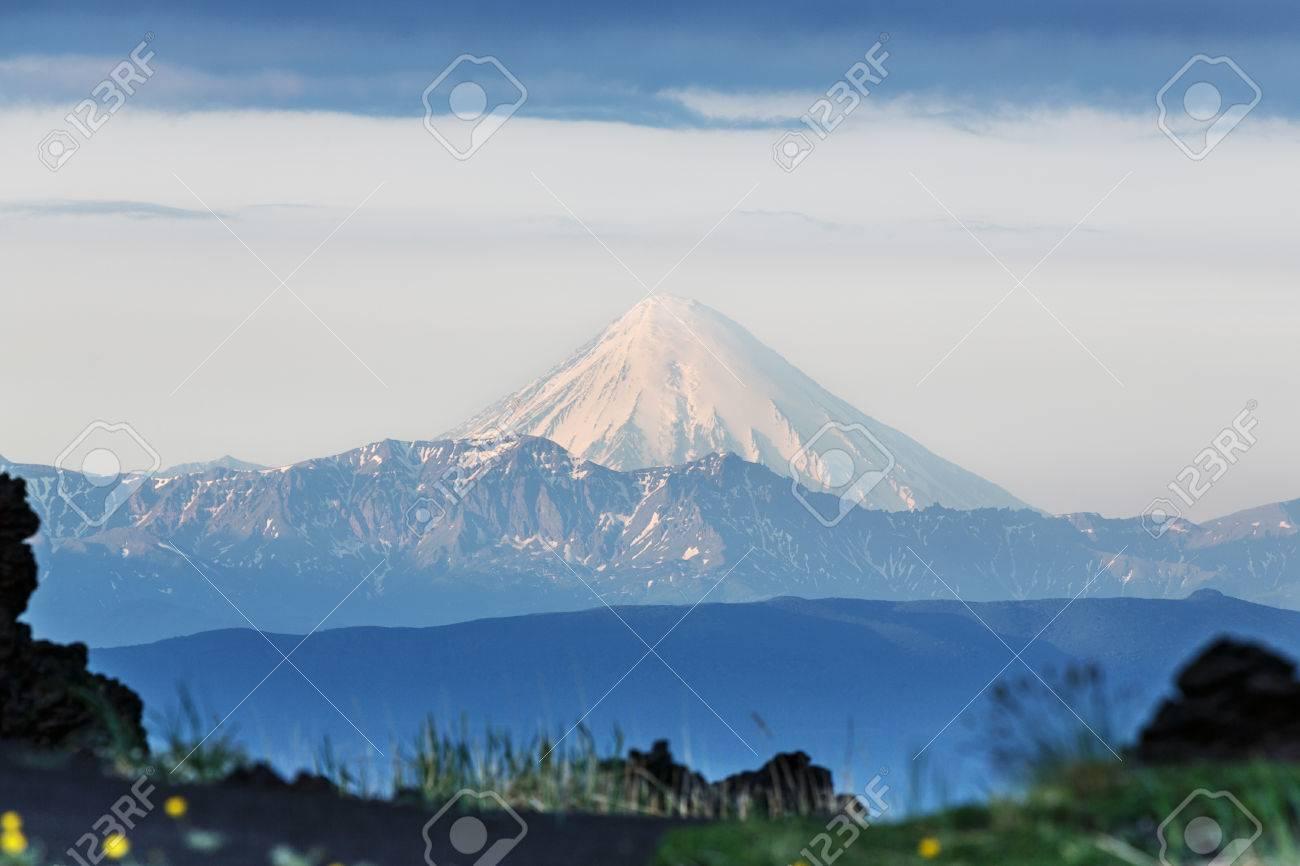 美しい夏カムチャッカ半島の火山...