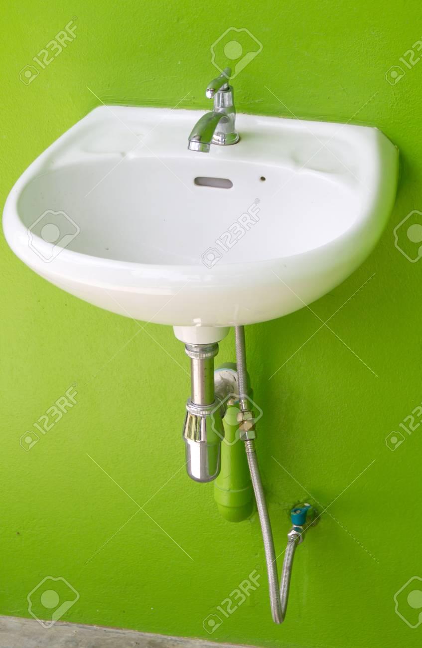 Badezimmer Interieur Mit Weissen Waschbecken Und Wasserhahn Auf Der