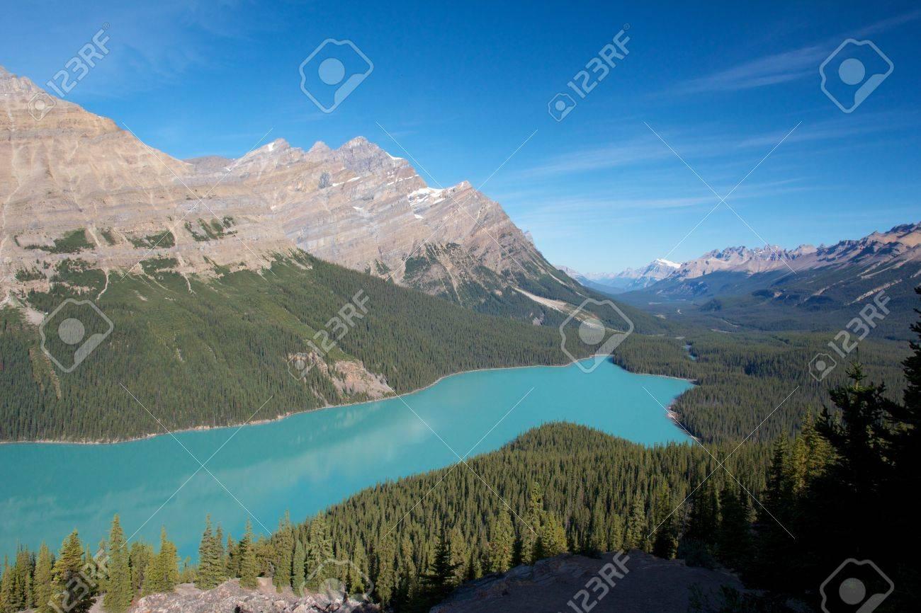 Amazing view on turquoise Peyto Lake, Canada - 15382989
