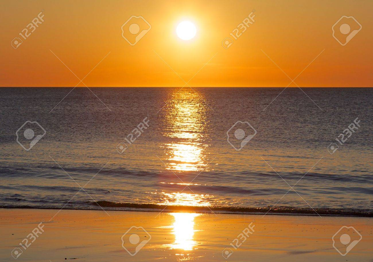 Amazing sunset over the German North Sea, shot from a beach on Sylt island - 19903598