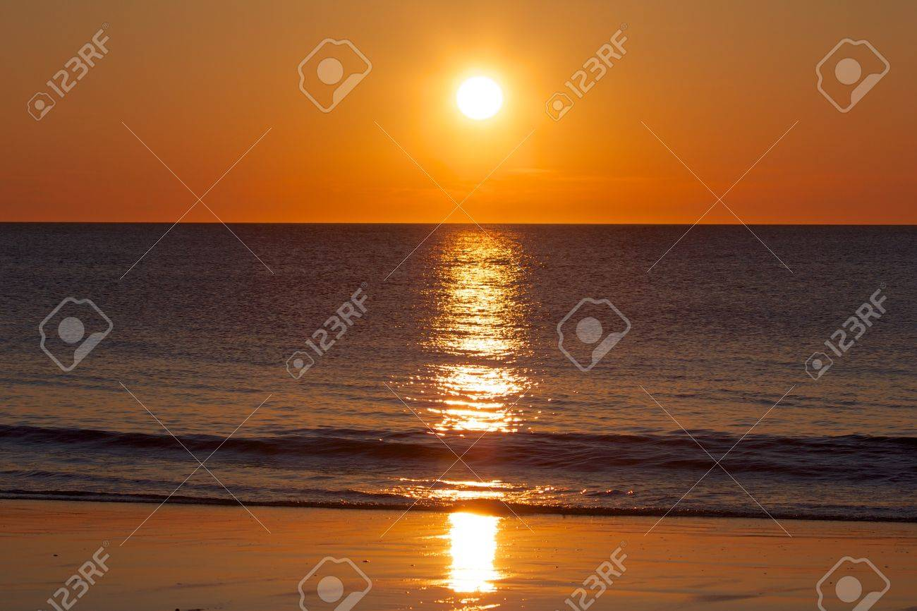 Amazing sunset over the German North Sea, shot from a beach on Sylt island - 21014945