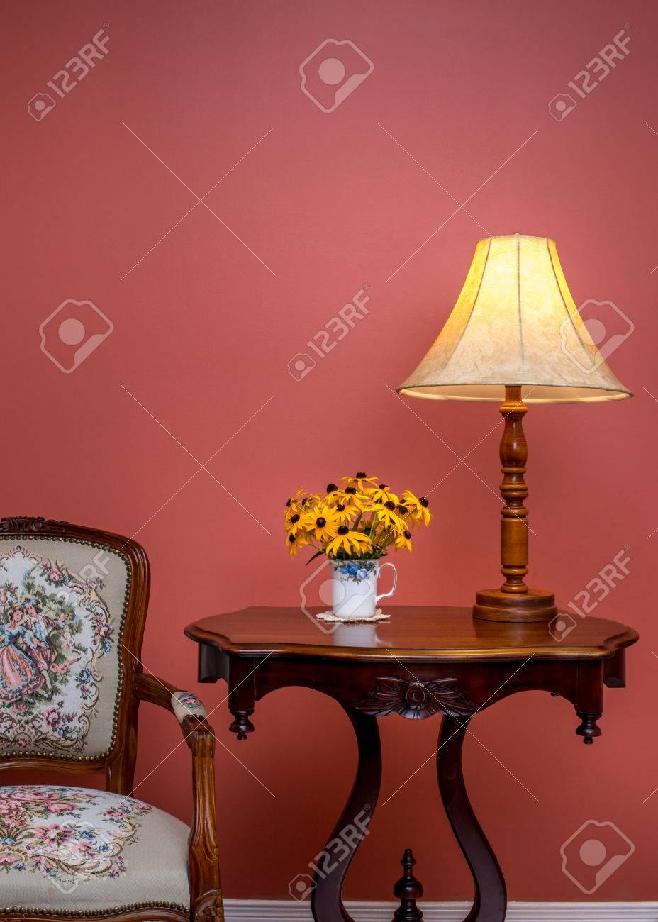 Antieke Retro Stijl Huis Interior.red Muur. Ruimte Voor Tekst ...