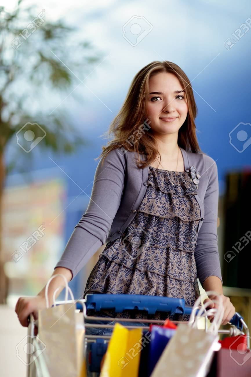 beauty girl with shopping bag Stock Photo - 10113775