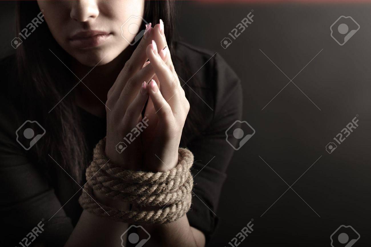 Связанная веревкой девушка 15 фотография