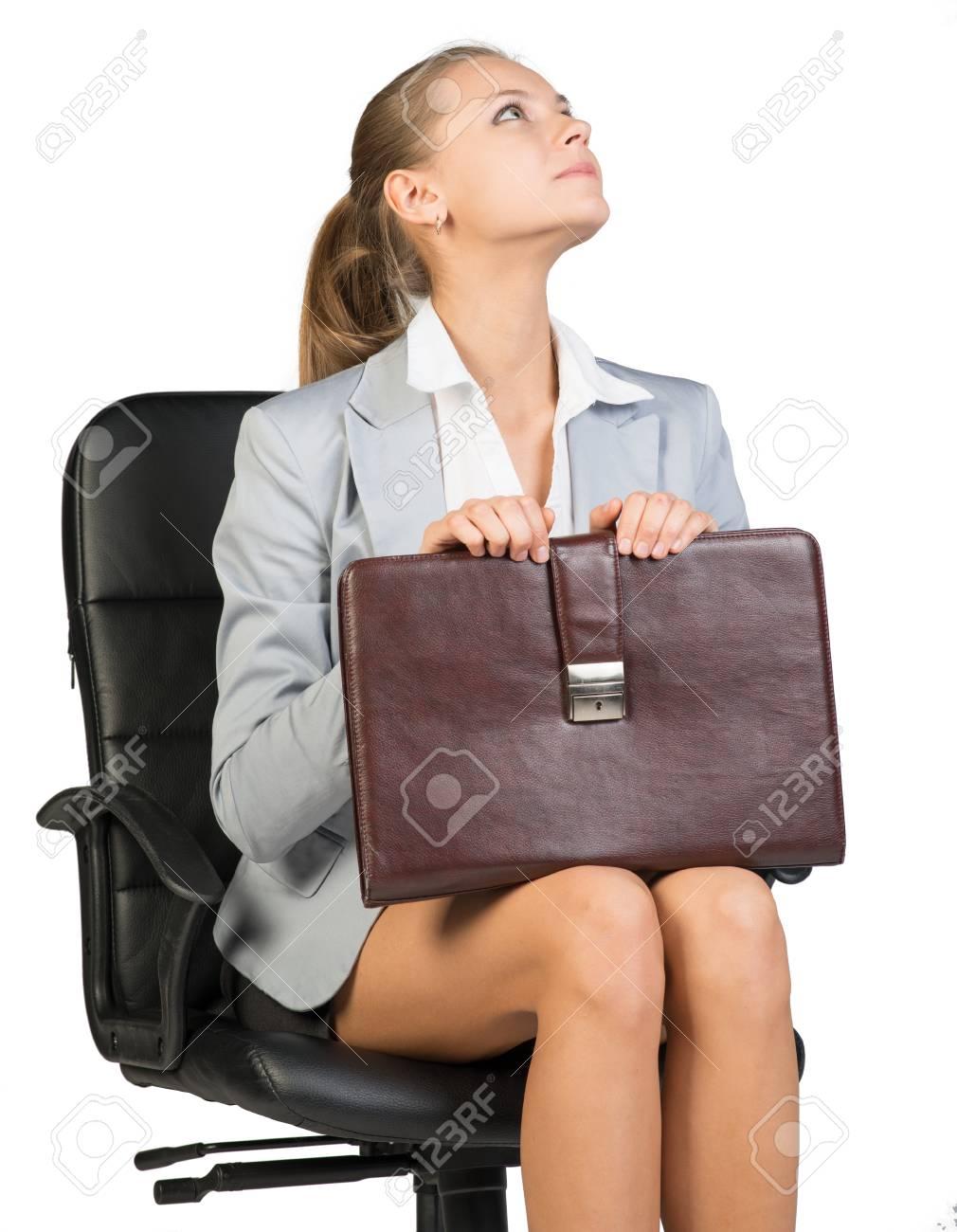 Daffaires Sur La Chaise De Bureau Regardant Vers Le Haut Sa