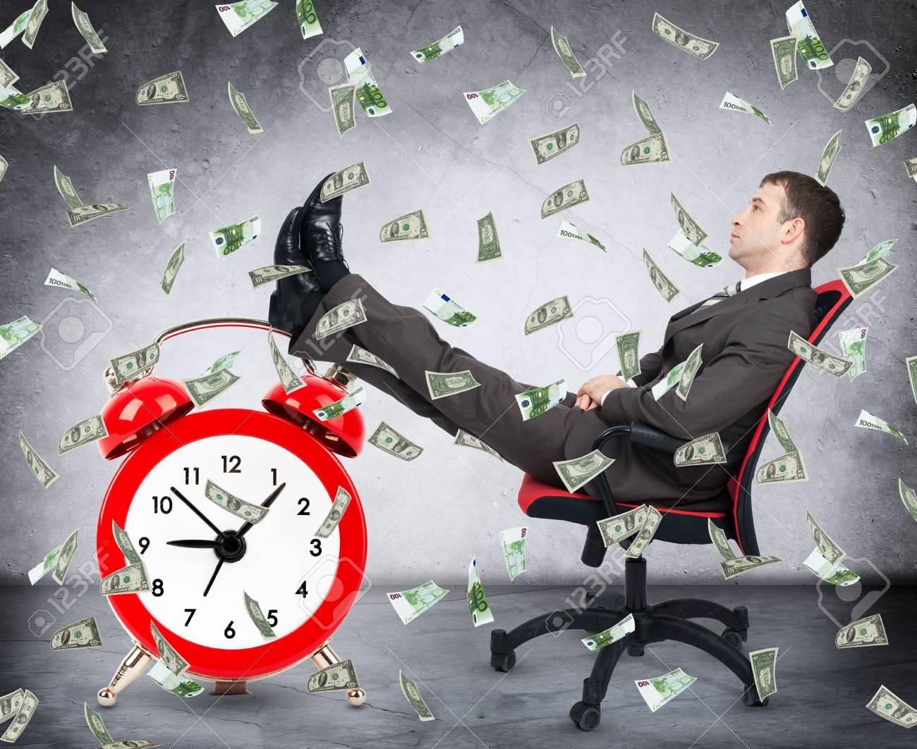 Znalezione obrazy dla zapytania money rain time