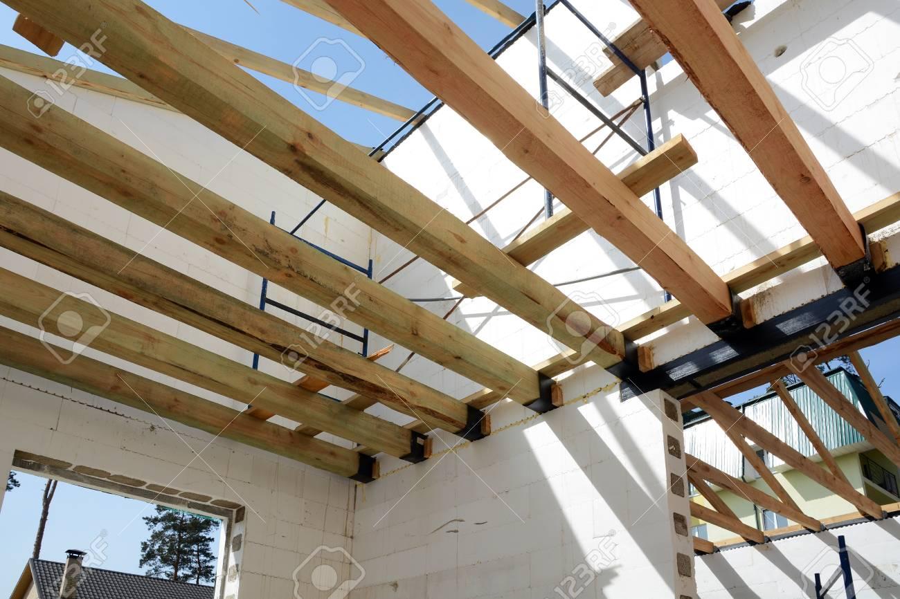 La Estructura Del Edificio. Construcción De Marco De Madera ...
