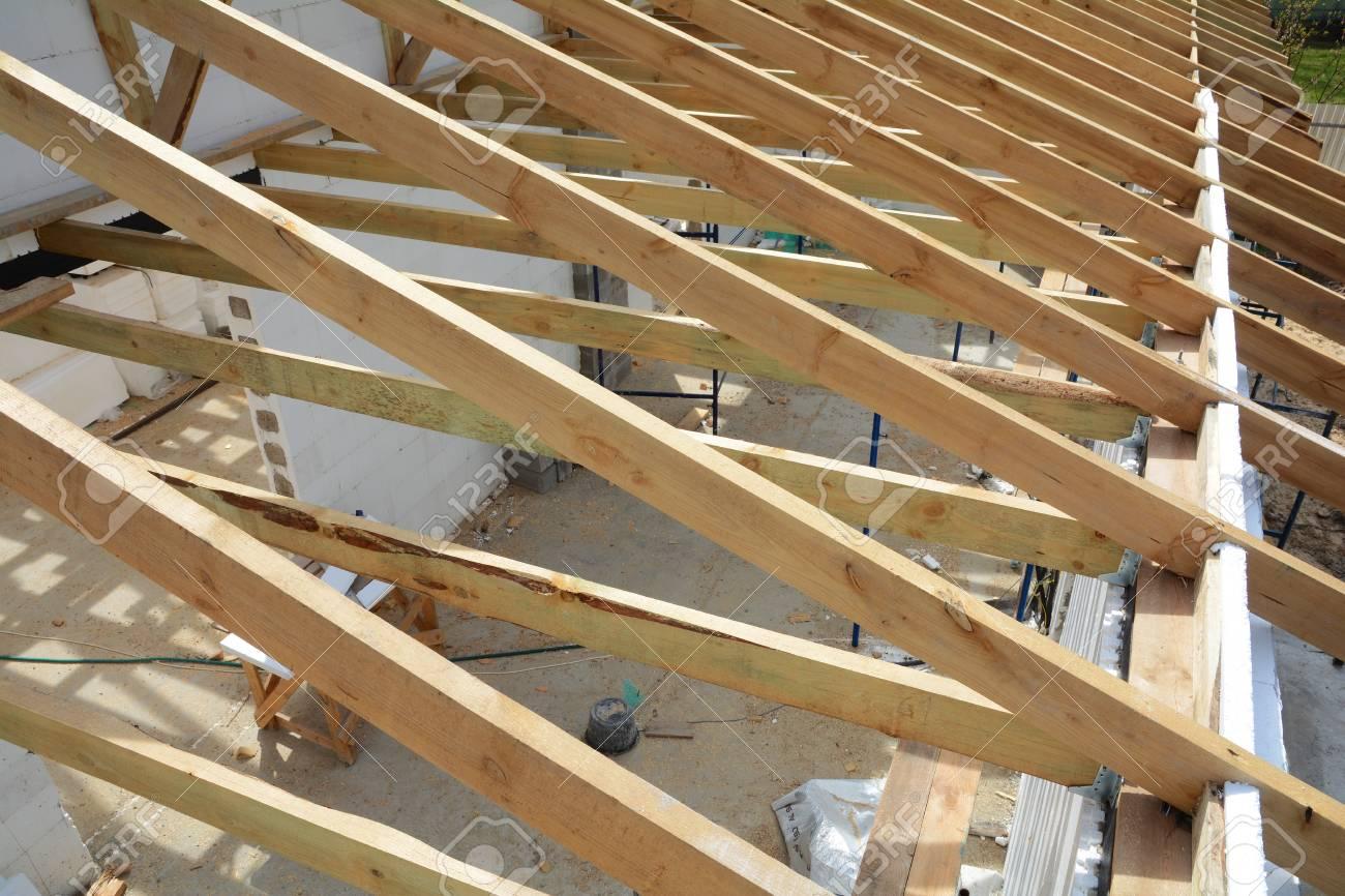 La Estructura De Madera Del Edificio Construccin De Marco De