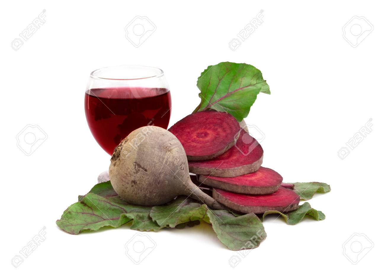 raw fresh beetroot and beetroot juice, isolated over white background Standard-Bild - 23796707