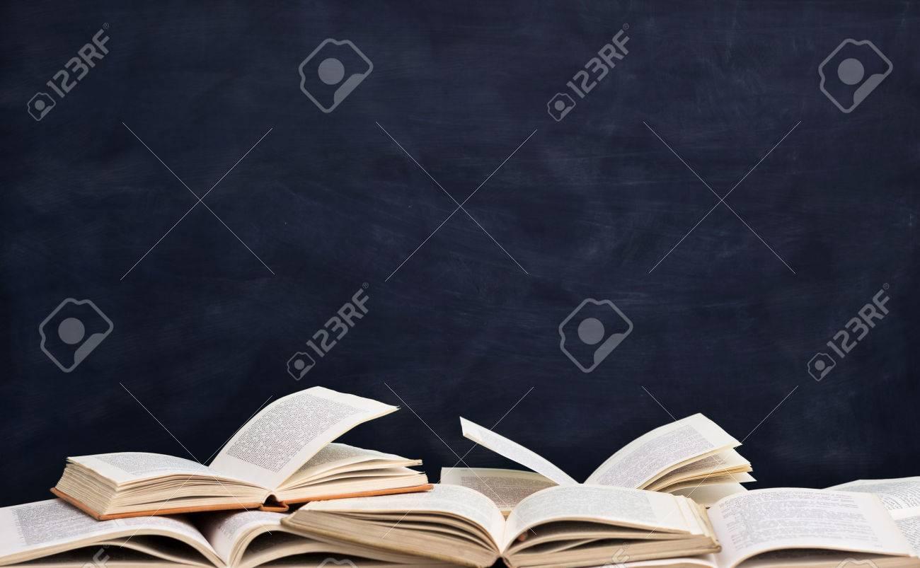 books front empty blackboard Standard-Bild - 33271967
