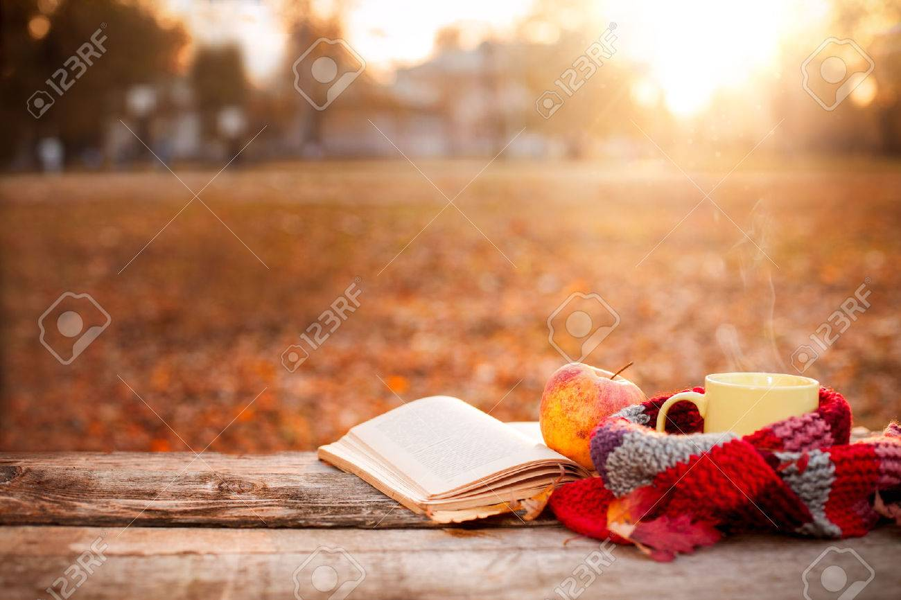 Open book, apple and tea cup with warm scarf on wooden surface Standard-Bild - 73215176