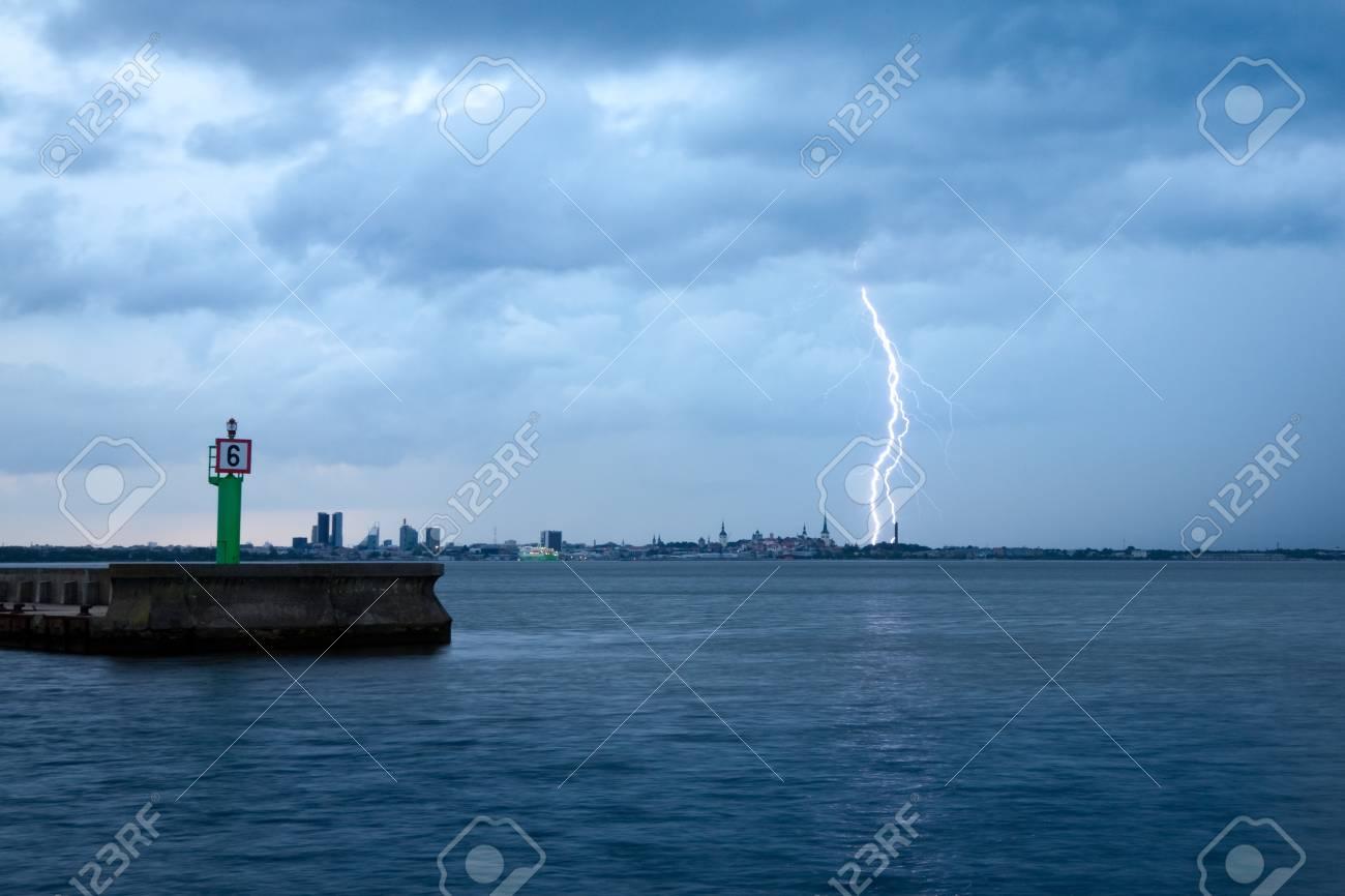 Lightning strike Stock Photo - 9308541
