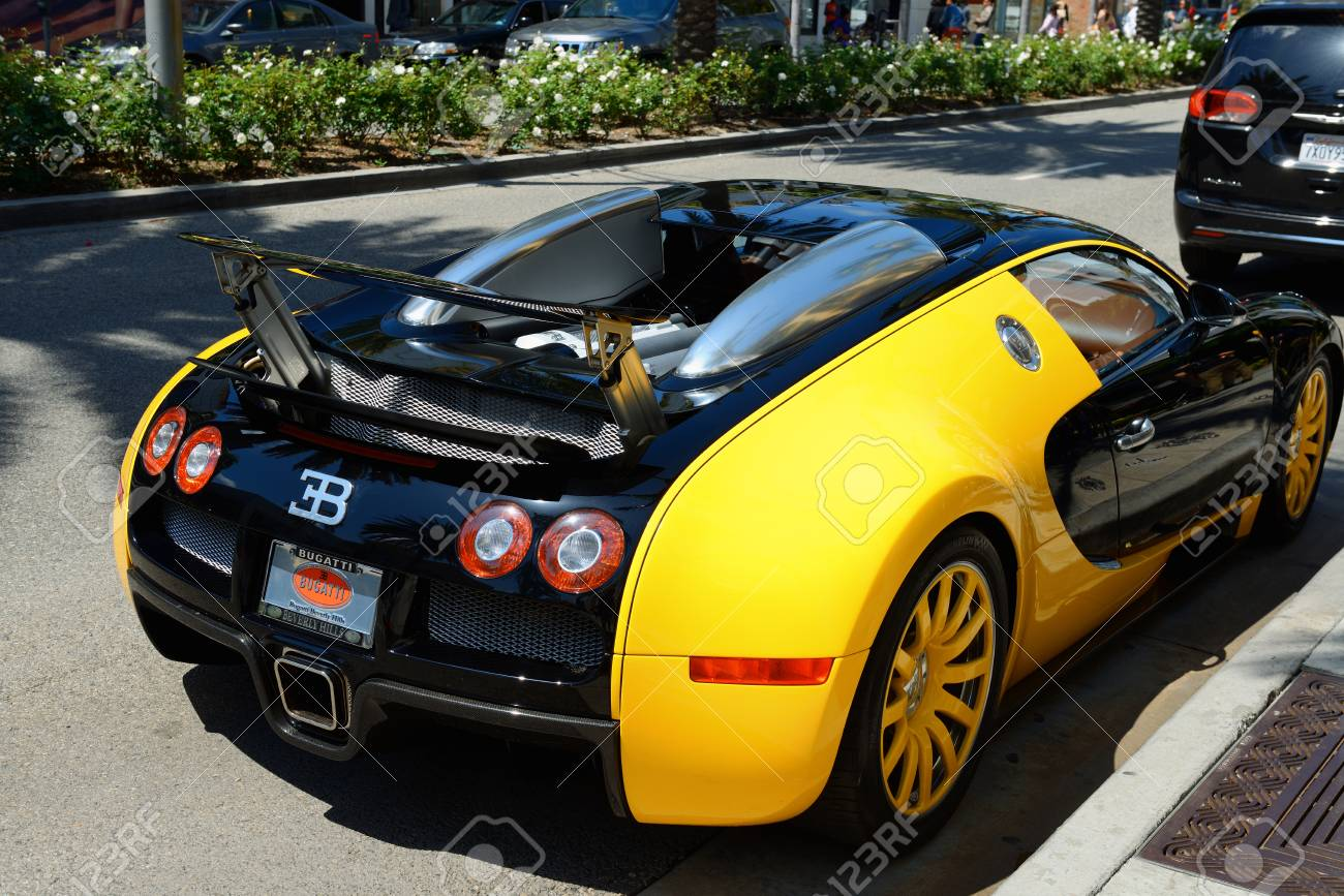 Los Angeles Usa April 8 2017 Bugatti Veyron Supercar Parked Stock Photo Picture And Royalty Free Image Image 77722704