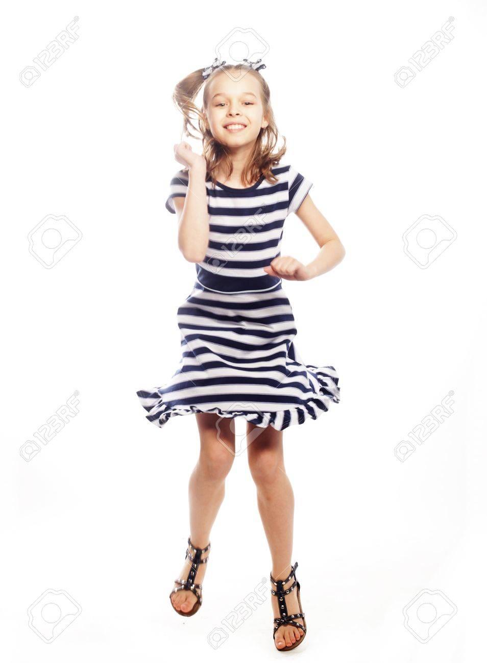 Petite Fille A La Robe Marine Banque D Images Et Photos Libres De Droits Image 83024123