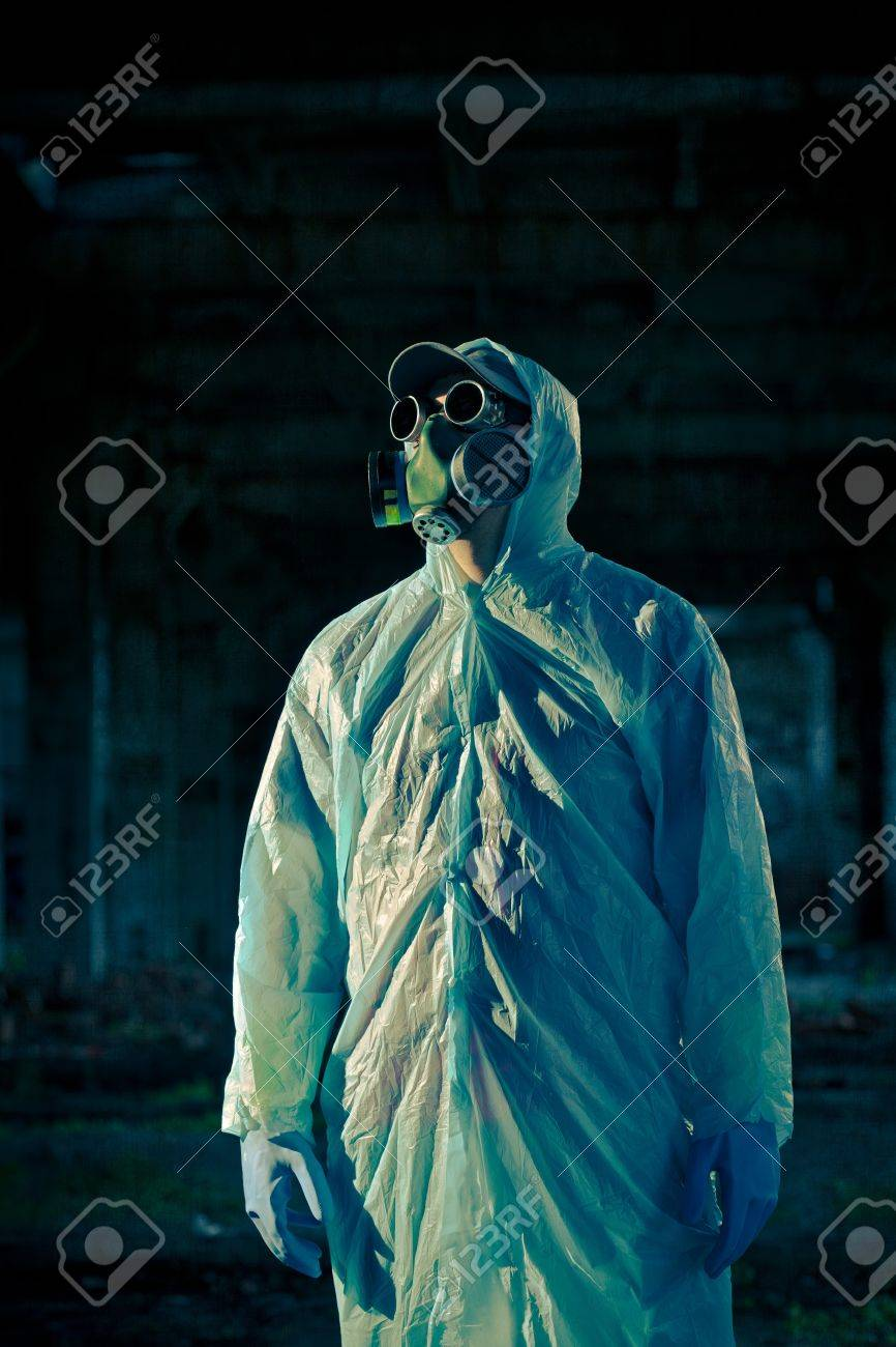 man portrait in respirator Stock Photo - 8191162