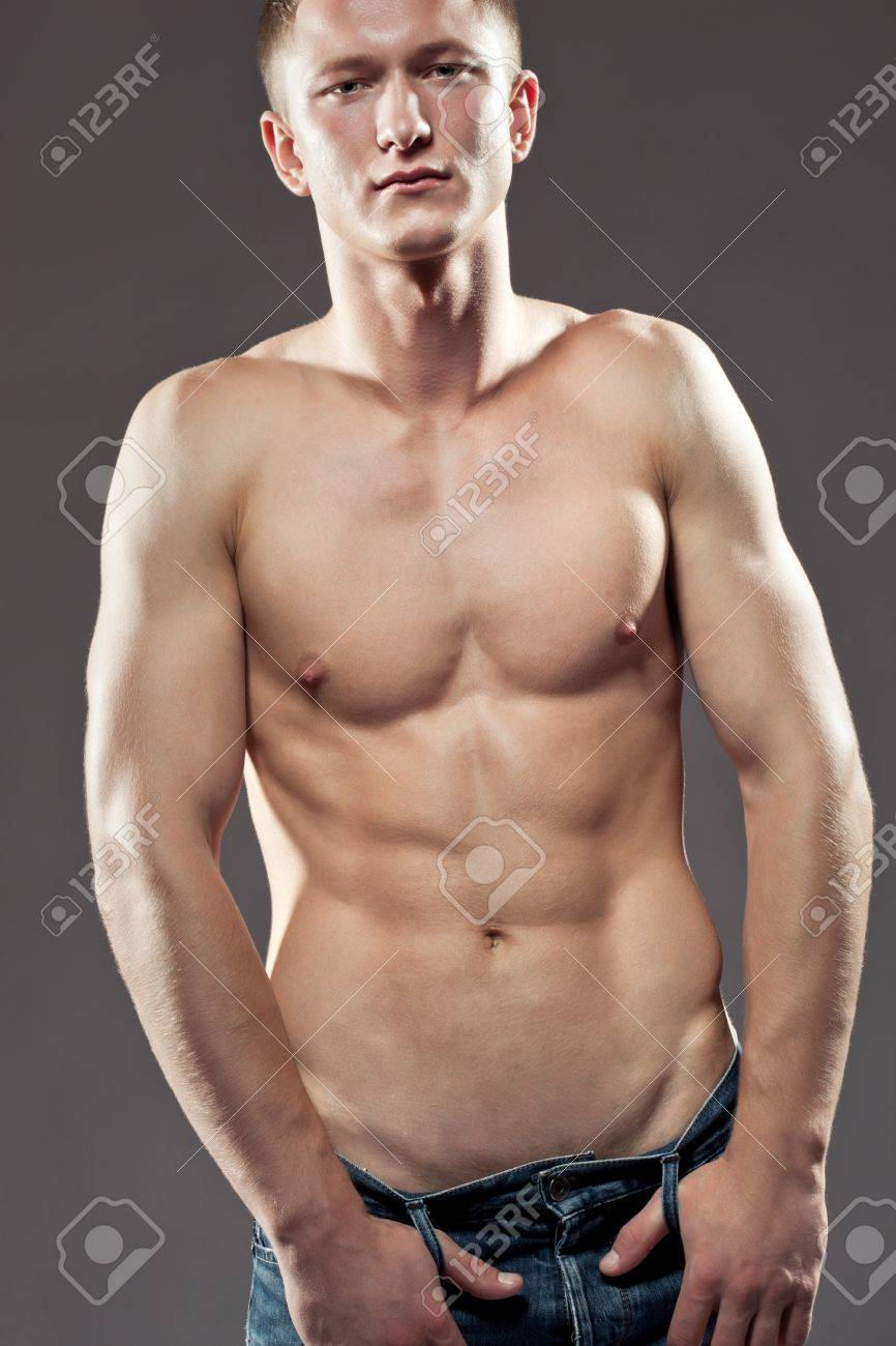 Сексуальный и мускулистый мачо 9 фотография