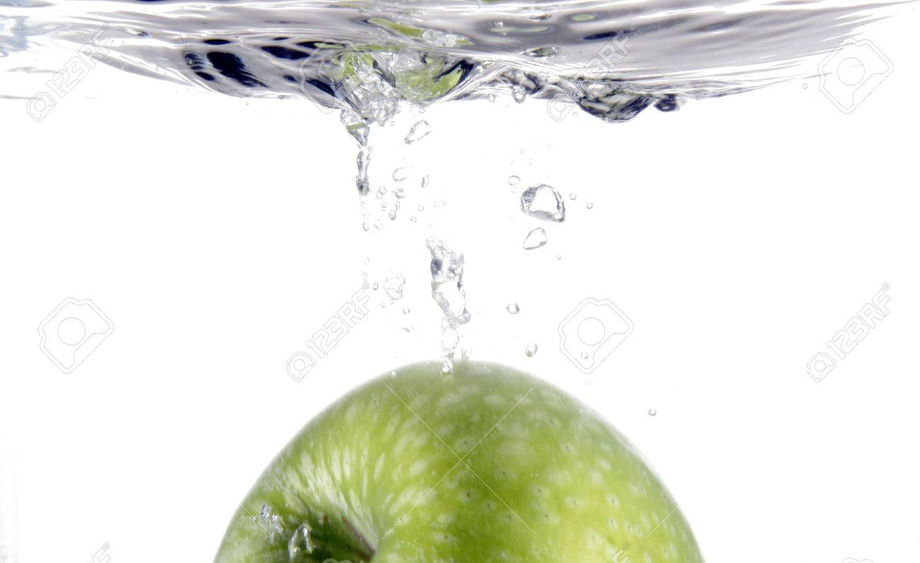 Part green apple splashing into water Stock Photo - 472750