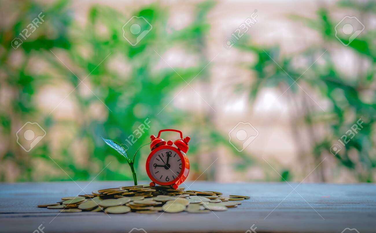 Closing time and with money growing - 122398526