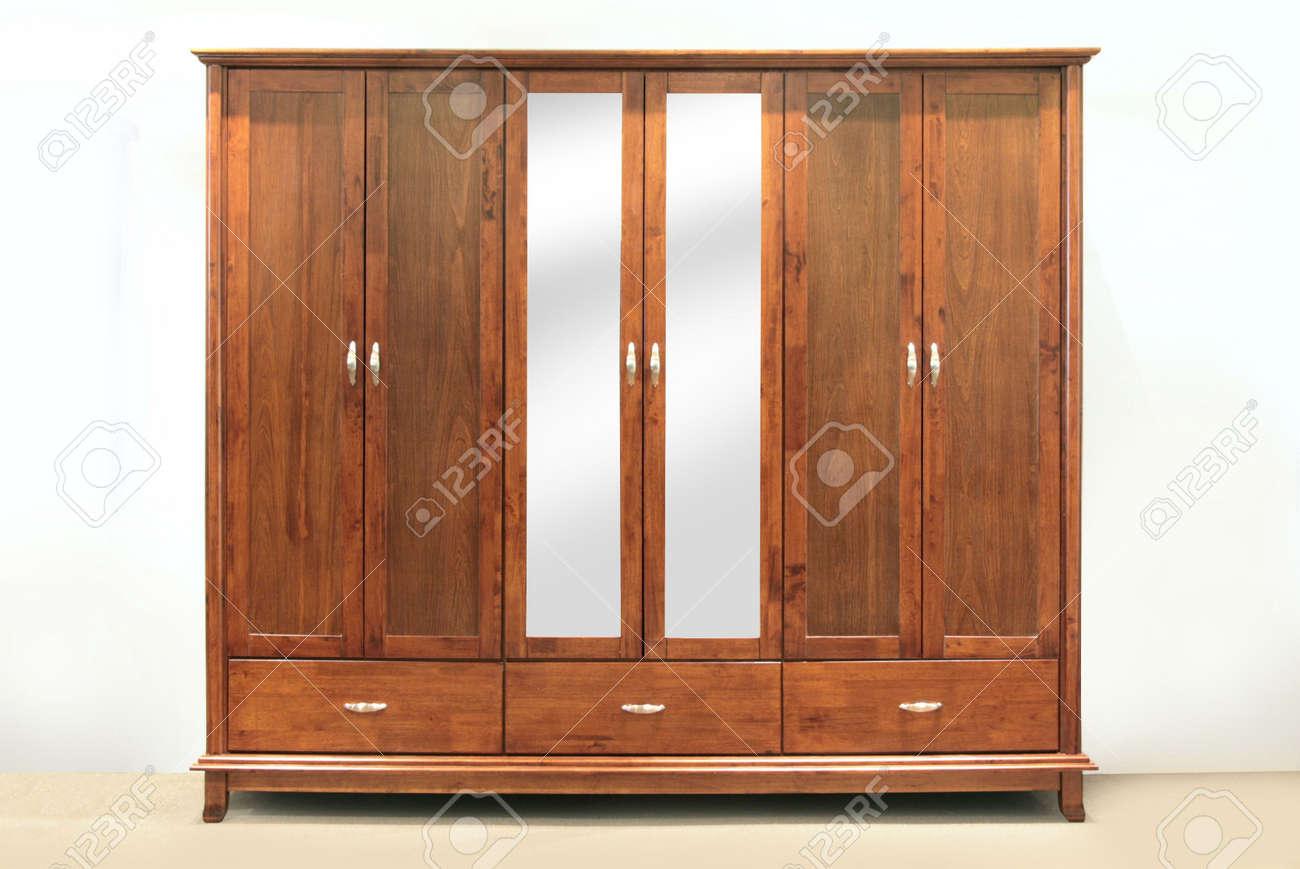 Grosse Kastanien Braun Holz Gummi Sechs Turig Kleiderschrank