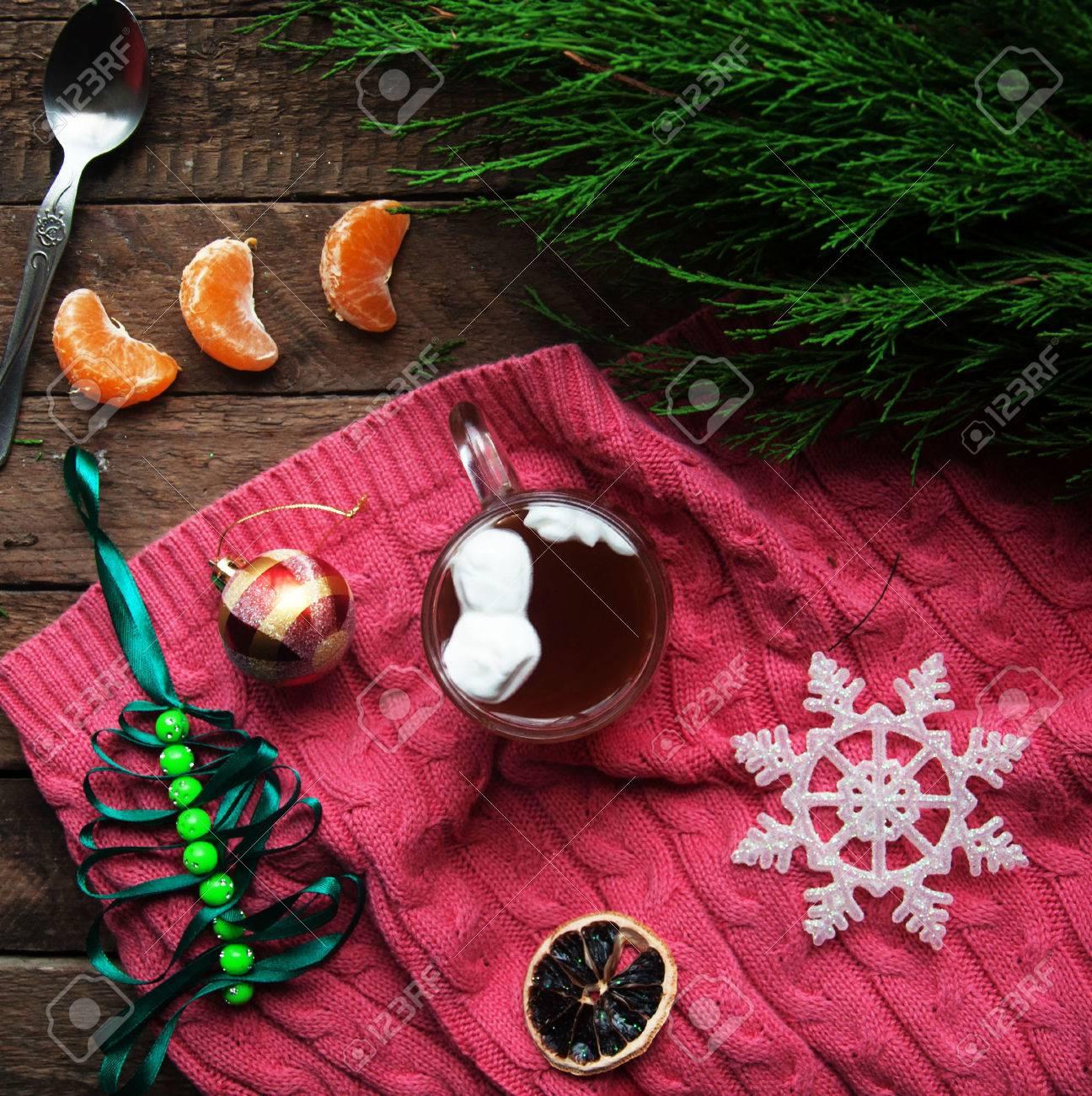 Winter-Dekoration. Zusammensetzung Auf Holz Hintergrund. Heißer Tee ...