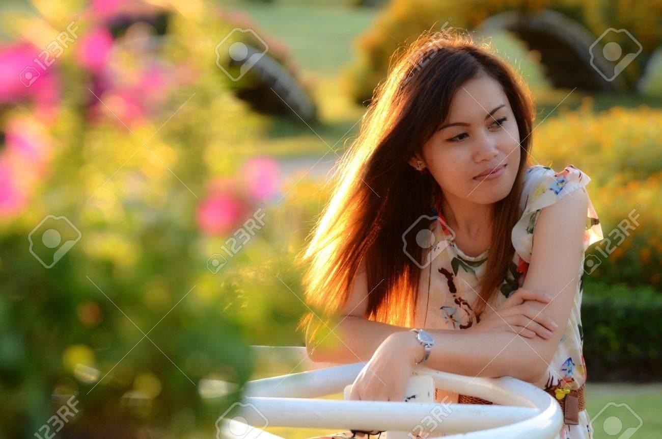 Retrato Mujeres Tailandesas En El Jardín Fotos Retratos Imágenes