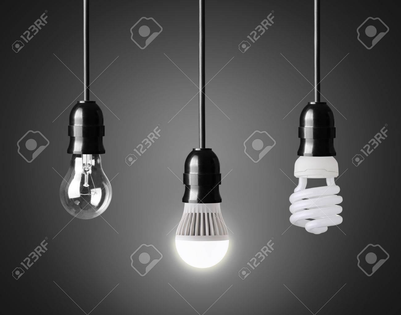30696644 ampoule ampoule %C3%A9conomie d 39 %C3%A9nergie et ampoule led sur le noir Banque dimages Résultat Supérieur 15 Impressionnant Economie Ampoule Led Photographie 2017 Hiw6
