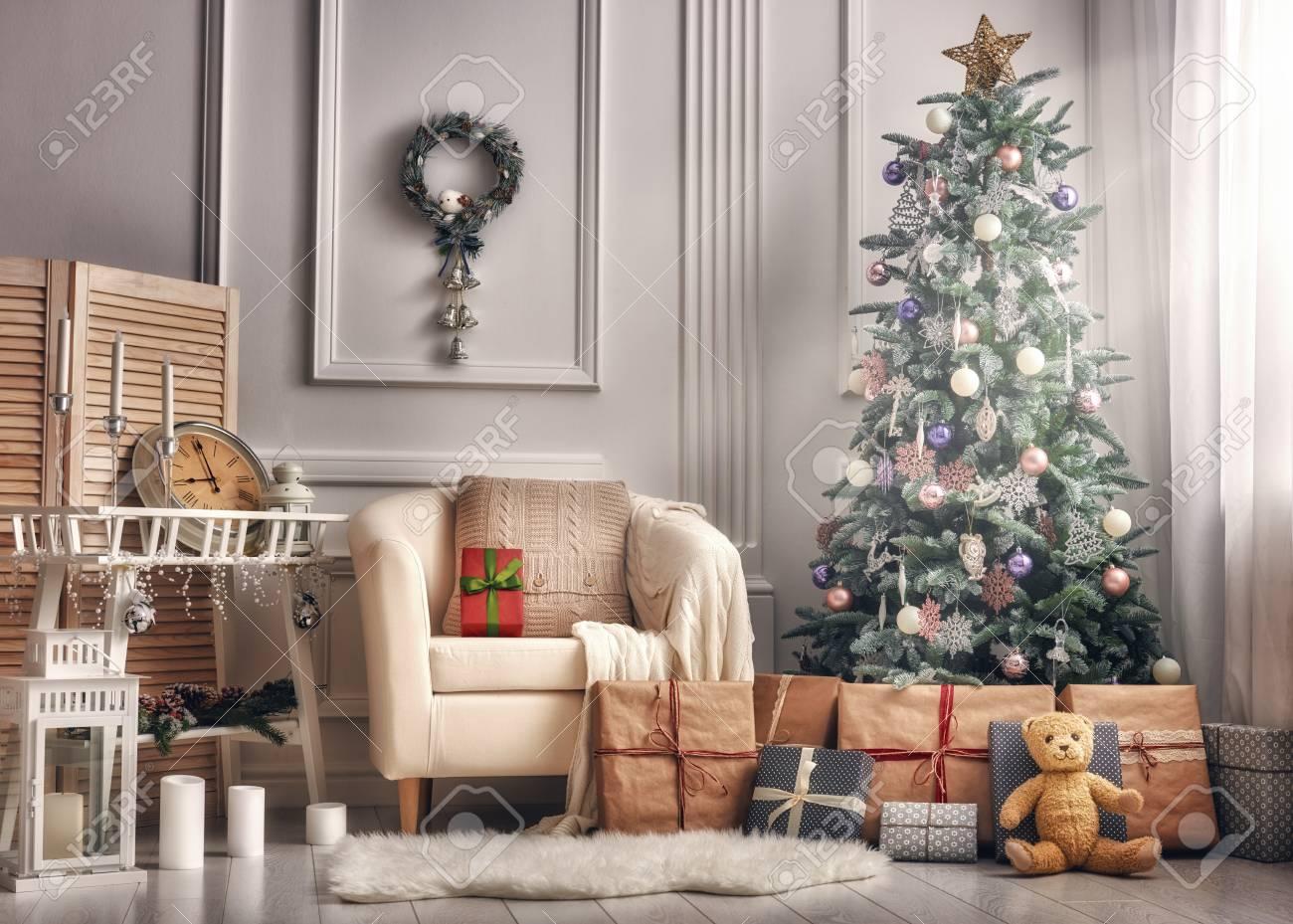 Frohe Weihnachten Und Frohe Feiertage! Ein Schönes Wohnzimmer ...