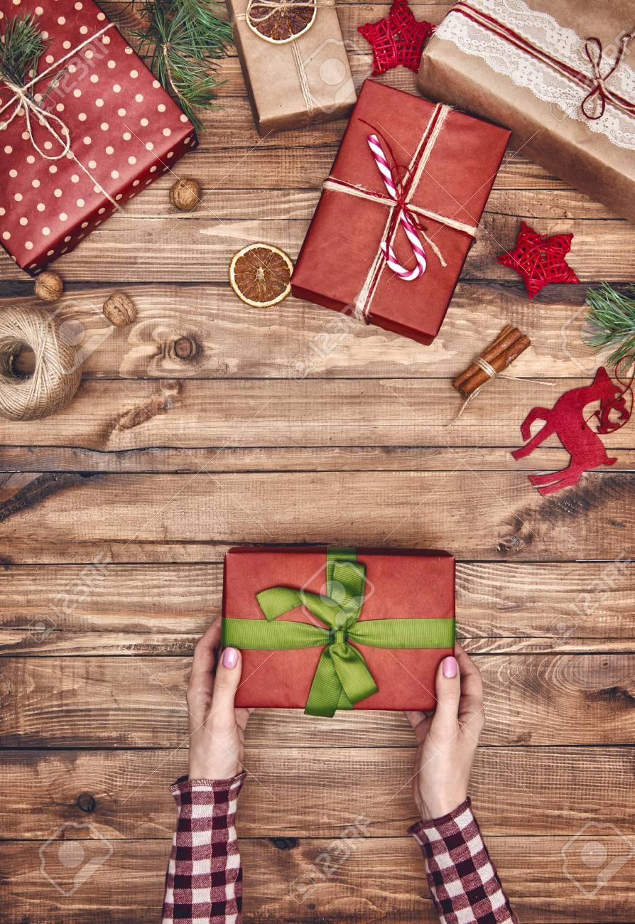 Frohe Weihnachten Und Frohe Feiertage! Eine Frau Bereitet ...
