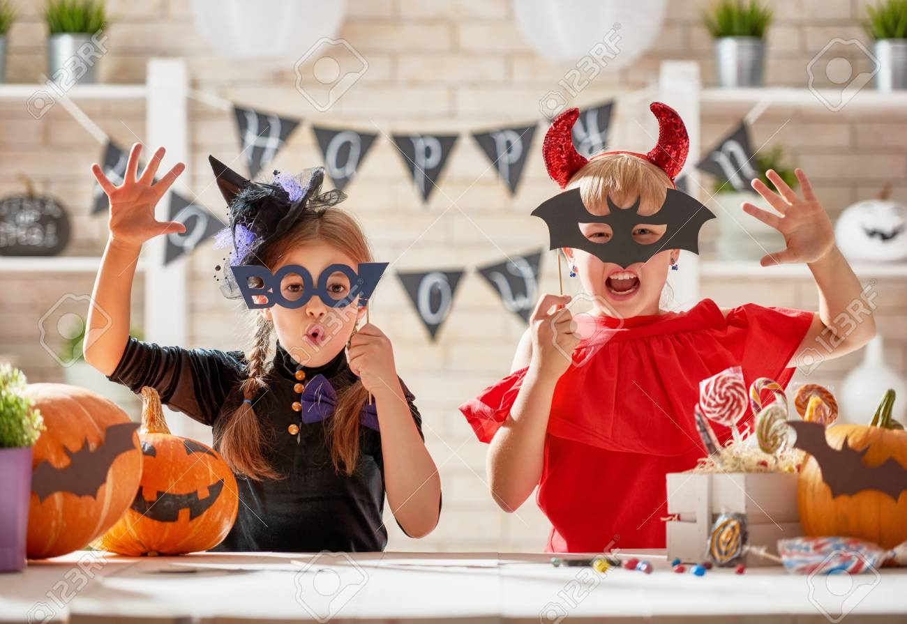 Cute little children girls with carving pumpkin. Happy family preparing for Halloween. Funny kids at home. - 85580159