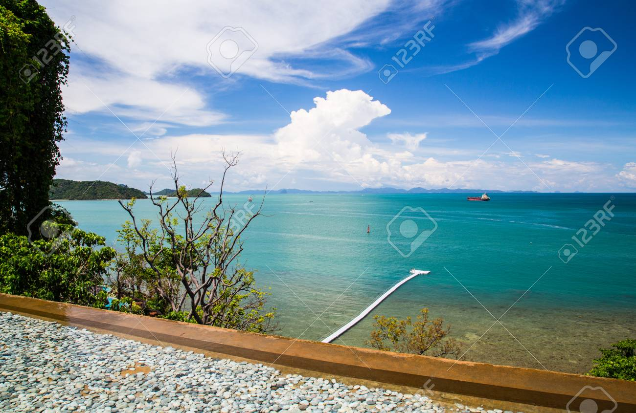 Vue Sur La Piscine Pres De La Mer A Cape Panwa Phuket Thailande