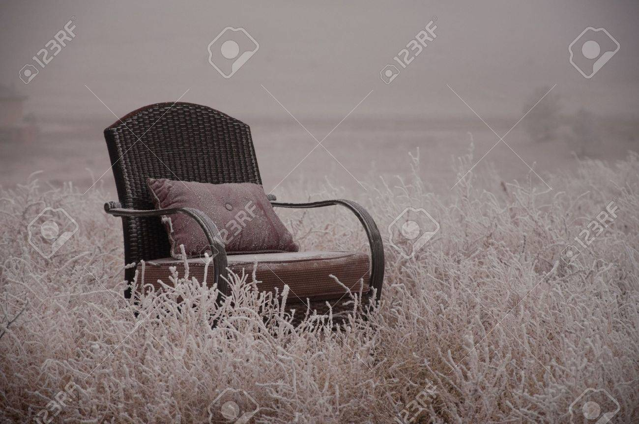 Peaceful empty chair in the winter frosted nature Stock Photo - 5226321