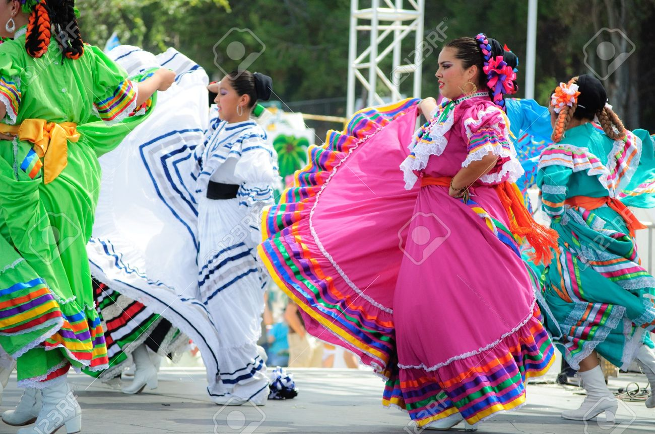 Orange County, CA, USA - July 2010  Mexican dancers performing in traditional latin american costumes Stock Photo - 12193901