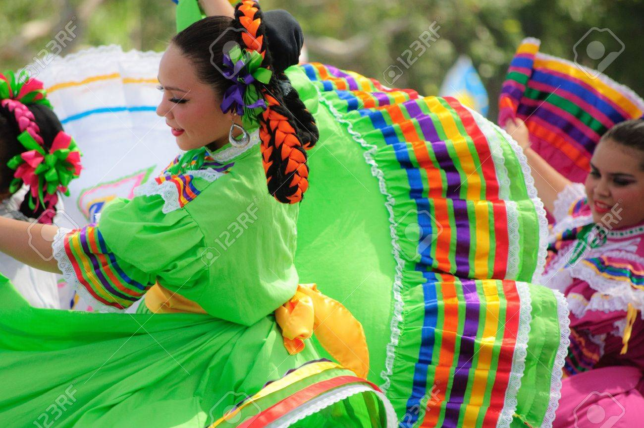 Orange County, CA, USA - July 2010  Mexican dancers performing in traditional latin american costumes Stock Photo - 12193902