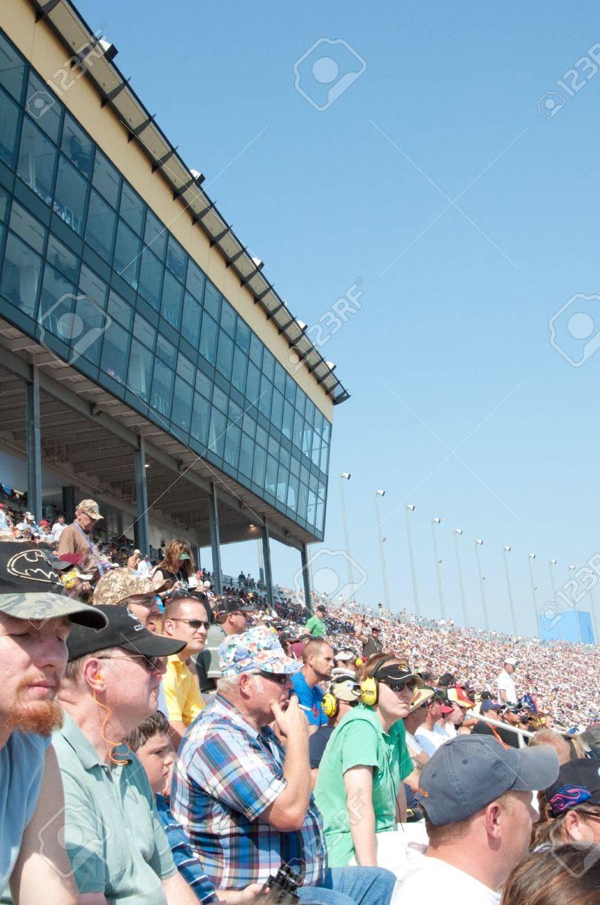 KANSAS CITY ,MO - SEPTEMBER 28  Crowd in the Kansas City Speedway during race day in Kansas City, MO on September 28, 2008  Stock Photo - 14311756