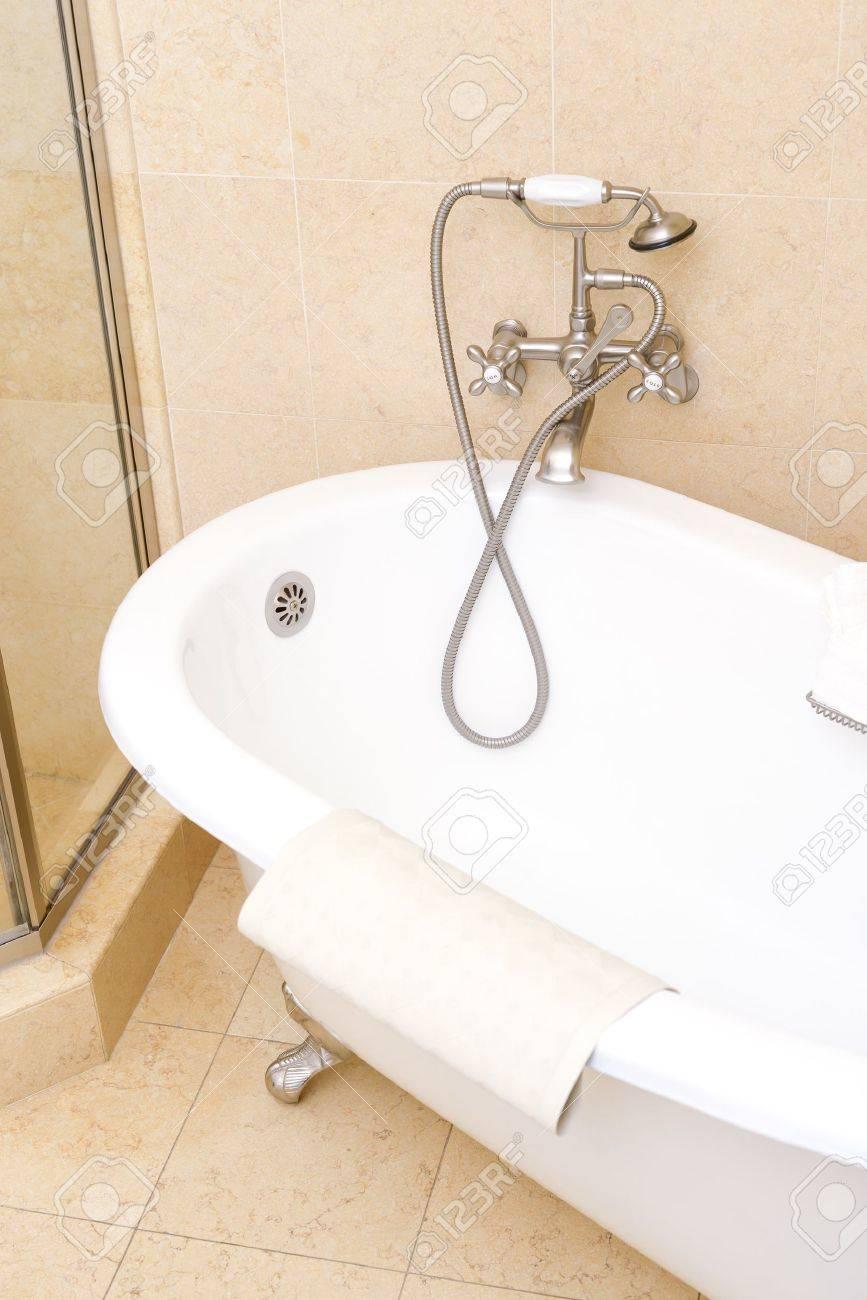 Ceramic classic bathtub in luxurious hotel bathroom Stock Photo - 18910363