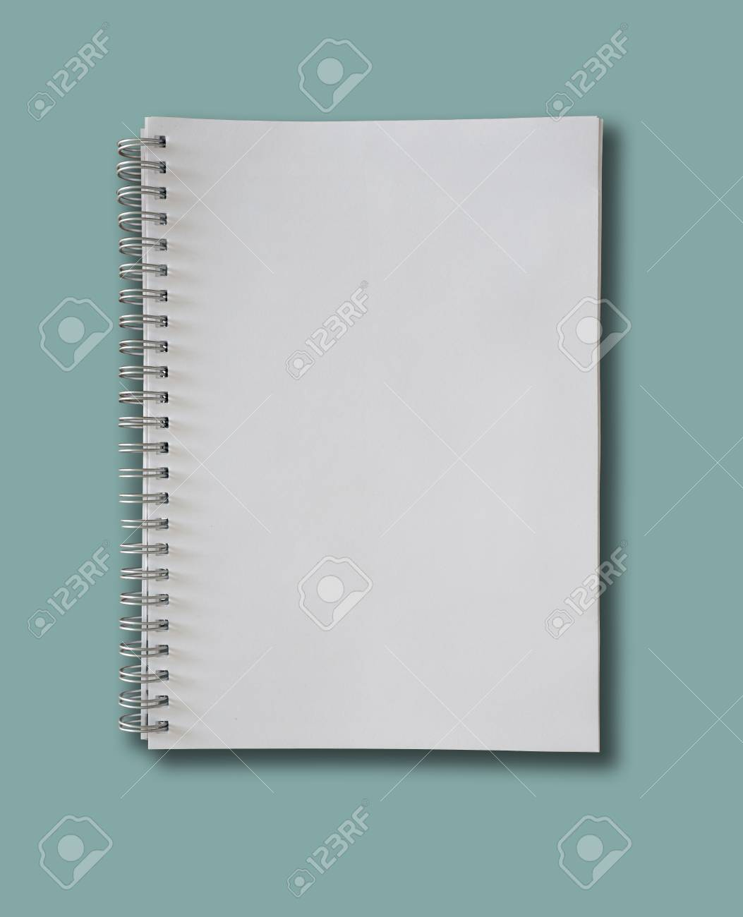 spiral-bound blank page notepad on blue background - 123379362