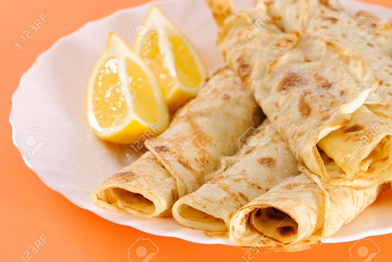4453602-Homemade-pancakes-with-lemon-gar