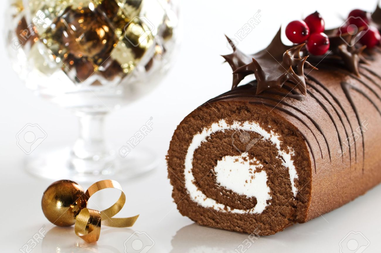 How to make a christmas yule log decoration - Christmas Chocolate Yule Log Cake Decorated With Chocolate Coated Holly And Berries Stock Photo 5779509
