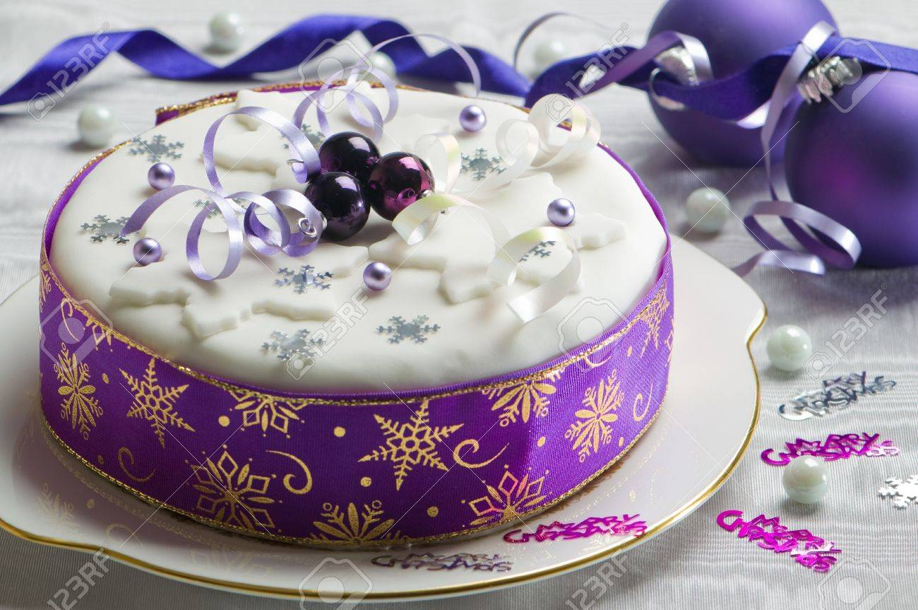 Festive Christmas cake with purple theme decorated with baubles, snowflakes and streamers Stock Photo - 5972924