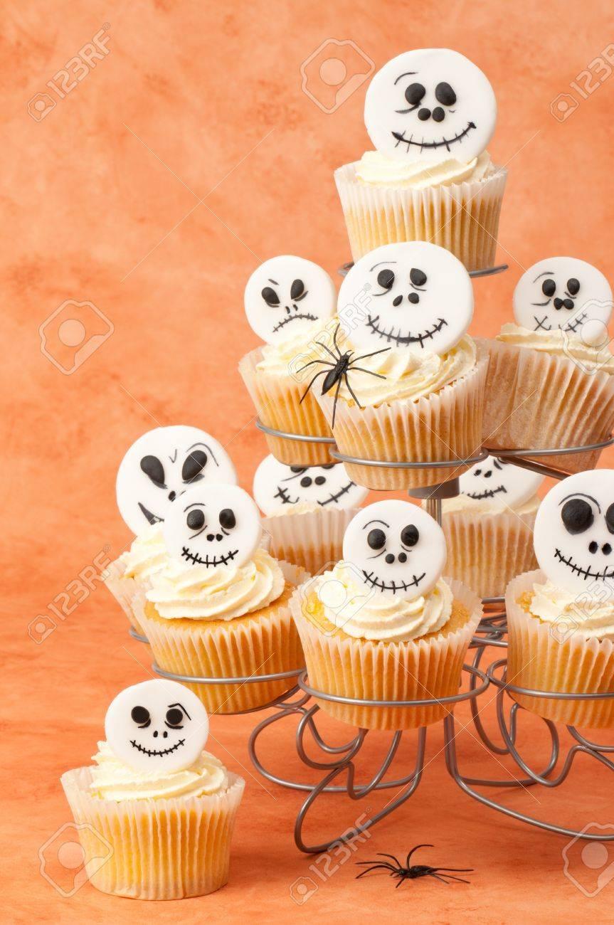 Halloween Cupcake Faces Halloween Cupcakes Decorated