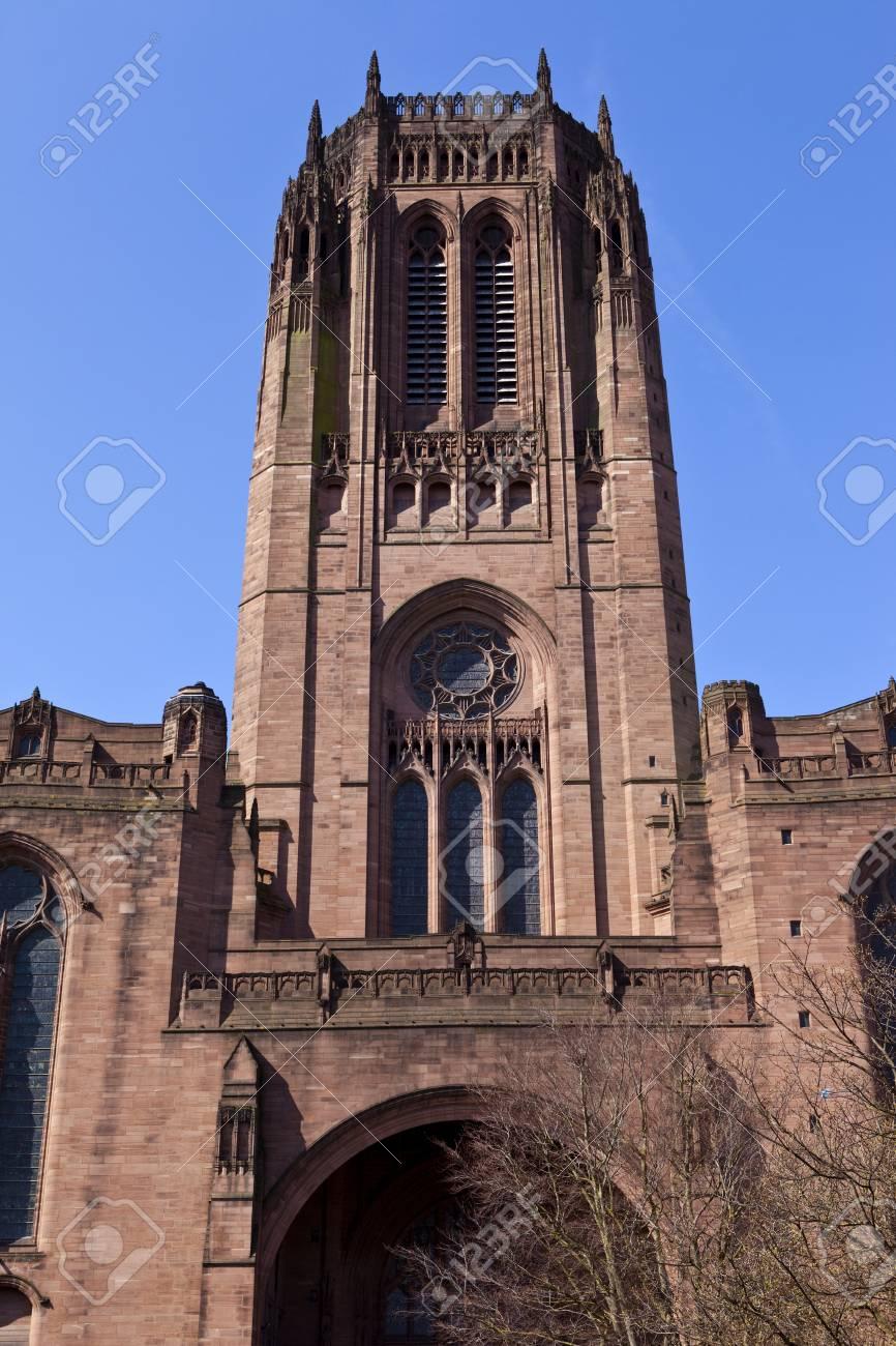 印象的なリバプールの英国国教会...