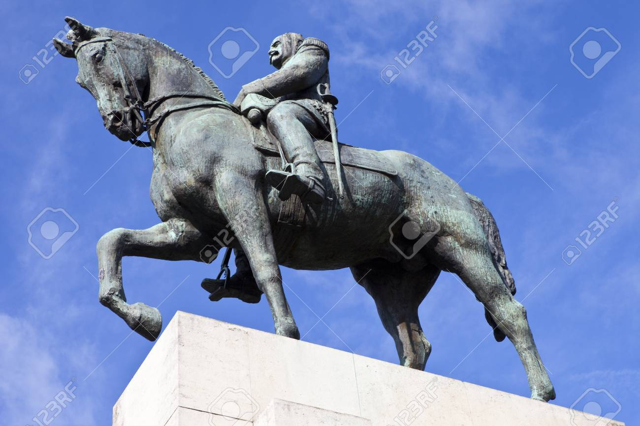 パリ、フランスの元帥フェルディナン ・ フォッシュ像。 フォッシュは ...