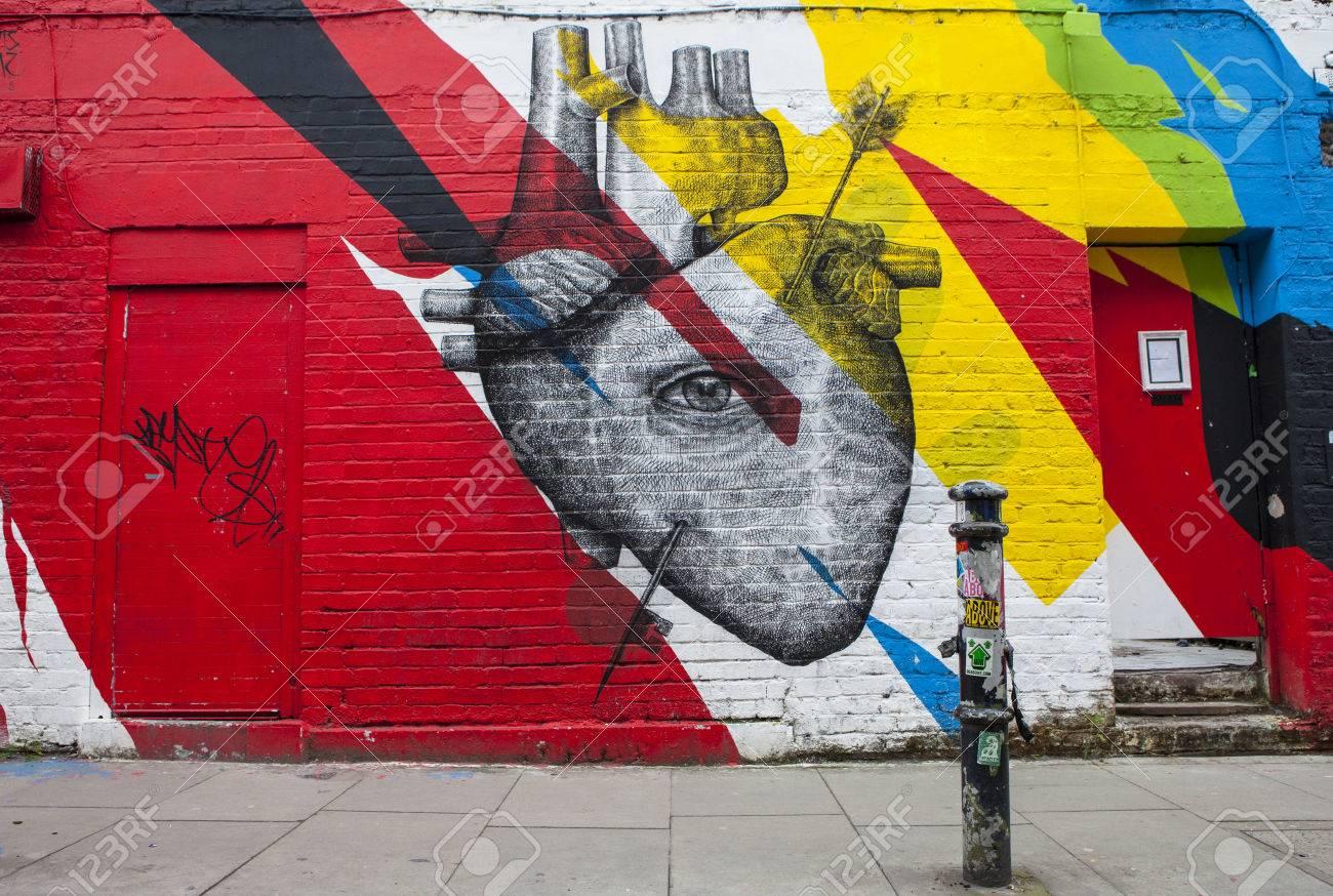 Plus adapté LONDON, UK - JANUARY 13TH 2016: Urban Street Art Depicting A CP-26
