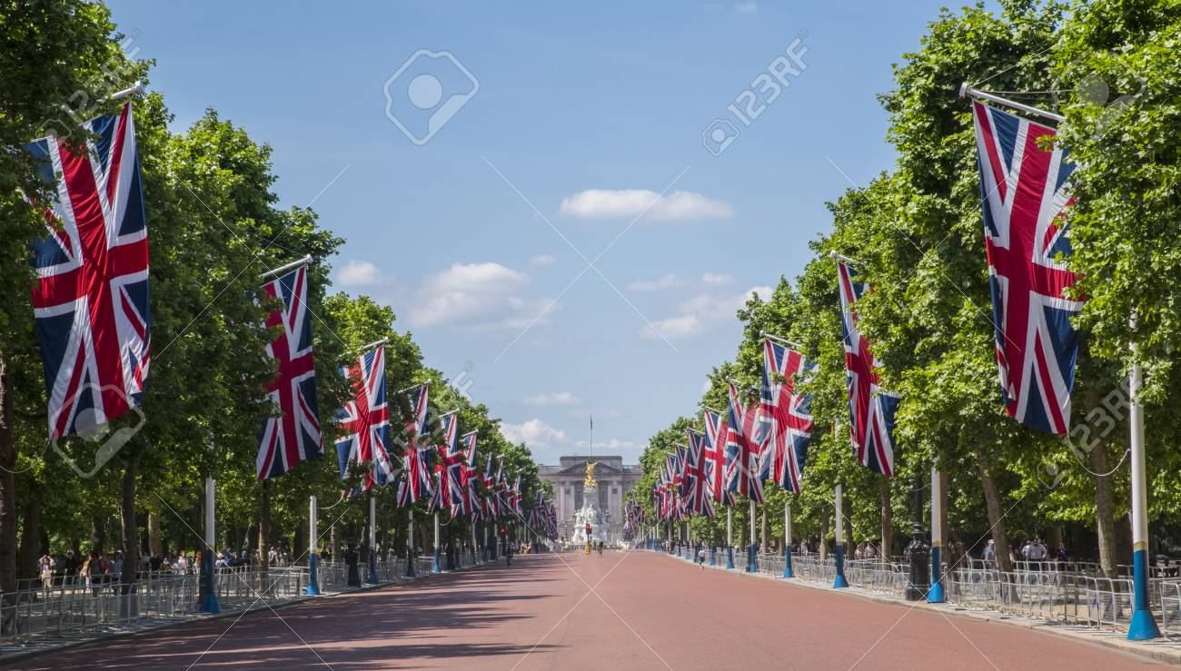 A view looking down The Mall towards Buckingham Palace in London, UK. - 81937736