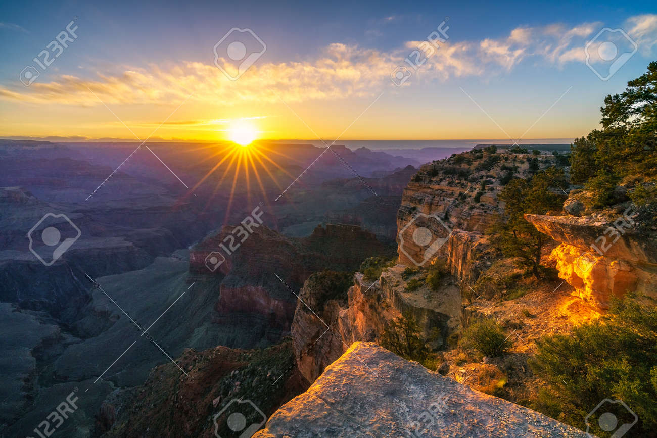 sunrise at hopi point on the rim trail at the south rim of grand canyon in arizona in the usa - 165959088