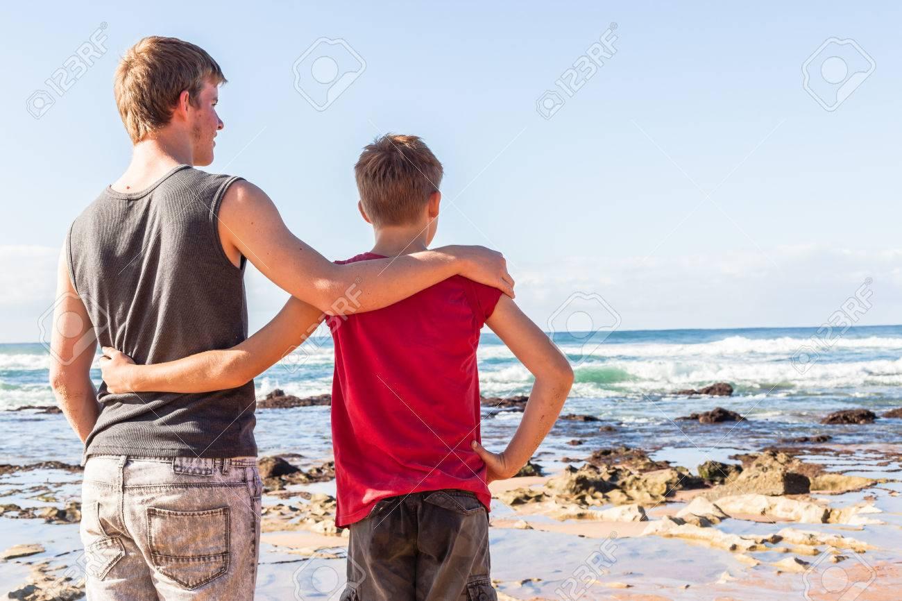 Adolescente Familiares Muchachos Playa Vacaciones Manana Exploran