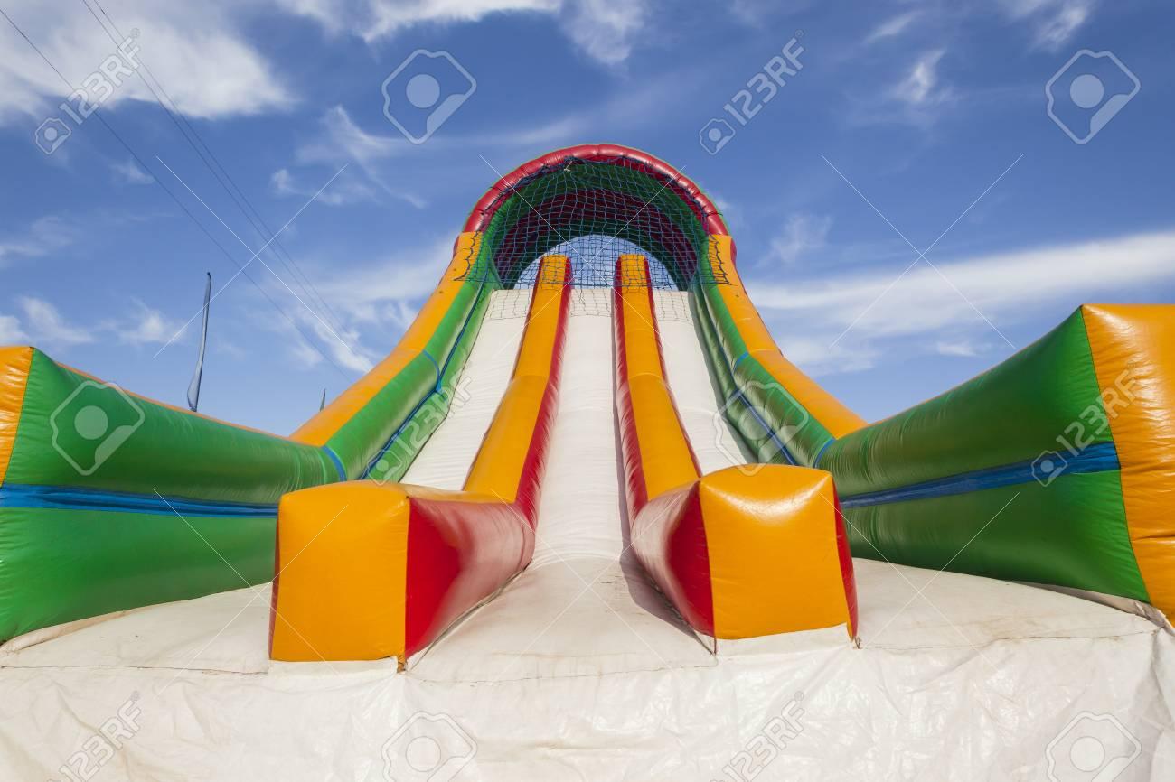 Striking Leinwand Farben Grossansicht Des Aufblasbaren Spielplatz