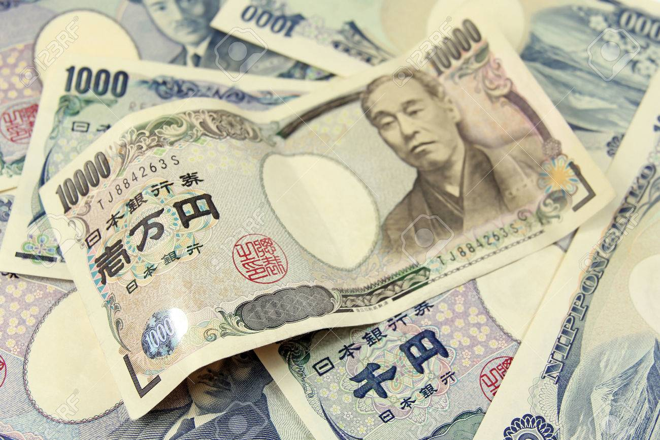 selective focus on heap of japanese yen banknotes - 31042688