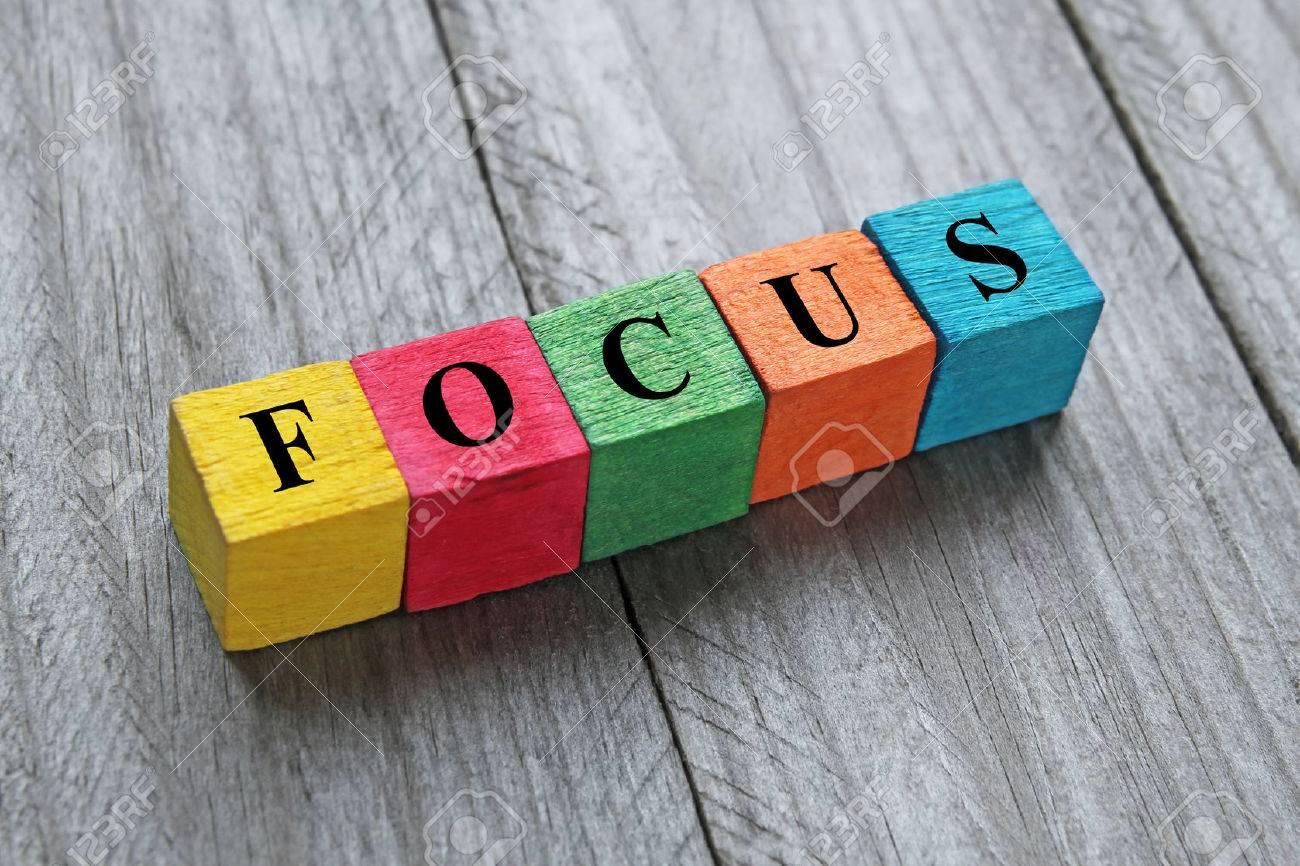 focus Word sur des cubes en bois coloré Banque d'images - 41508192